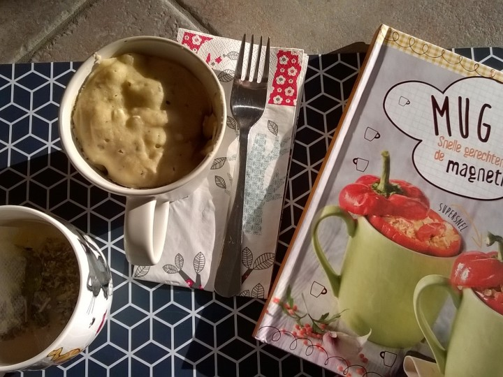 Mug taartje met feta en olijven