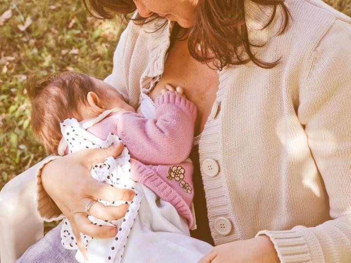 Waarom je je niet kunt voorstellen je 2-jarige borstvoeding te geven