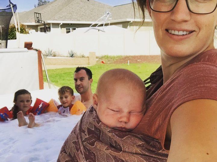 Mijn 6 voordelen om mijn baby te dragen