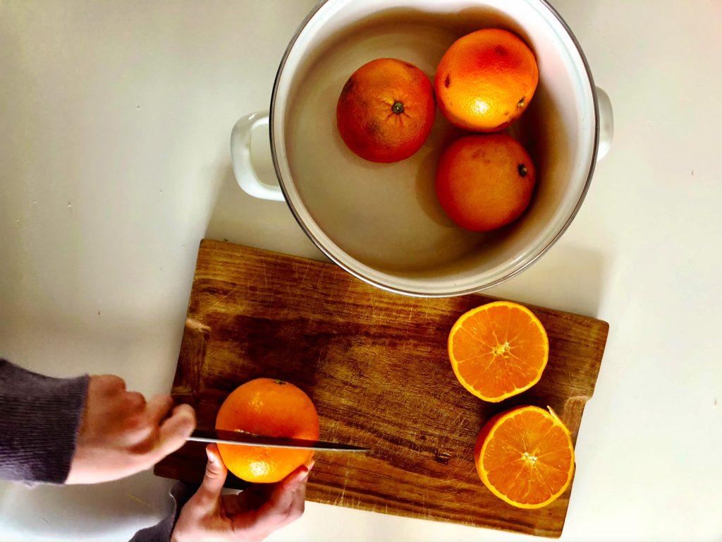 Sinaasappelsap maken met kinderen