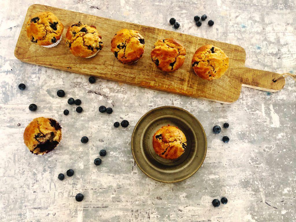 Licht gezoete blauwe bessen muffins